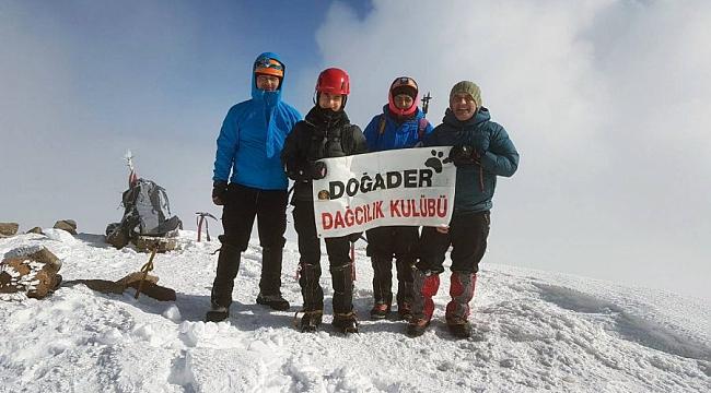 Bursalı dağcılardan Türkiye'de bir ilk