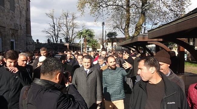 Pakdemirli cuma namazını Ulucami'de kıldı