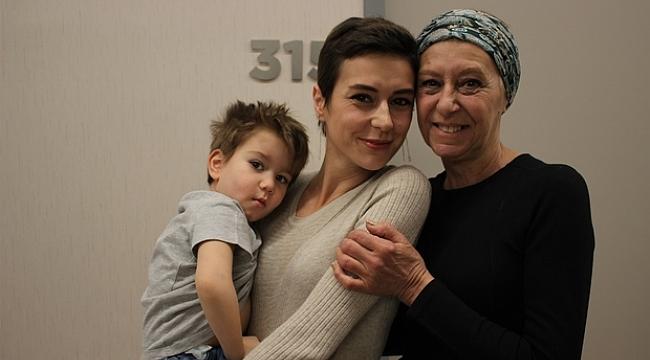 Anne ve kızı kanseri birlikte yendi