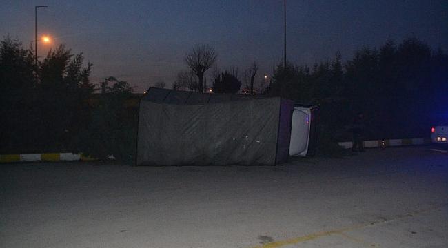 Bursa'da tüp yüklü kamyonet devrildi