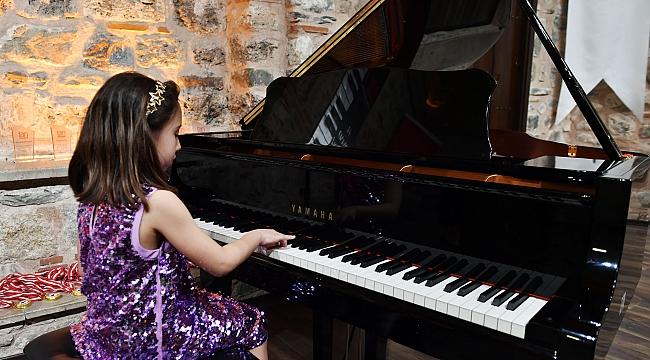 Genç Piyanistler Dinleyenleri Büyüledi