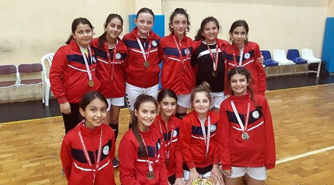 Osmangazili hentbolcuların şampiyonluk coşkusu