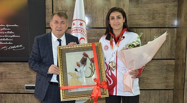 Uysal, Olimpiyat vizesi alan İlgün'e başarılar diledi