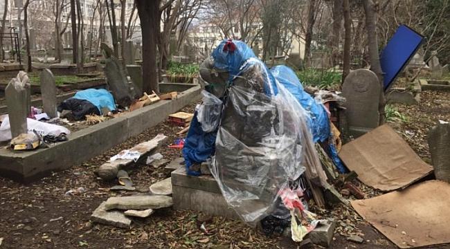 Tarihi mezarlığın içler acısı durumu