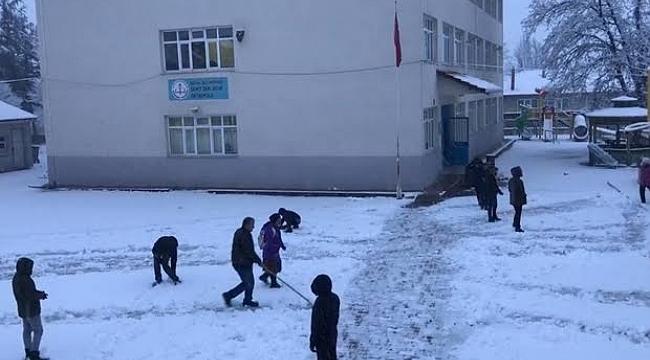 Büyükorhan'da eğitime kar engeli