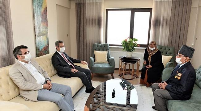 Başkan Yılmaz'dan Kore Gazisi'ne ziyaret