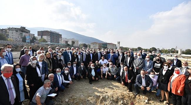 Osmangazili muhtarlar Bursa'nın en büyük meydanını ziyaret etti