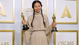 Oscar kazanan ilk Asya kökenli kadın yönetmen