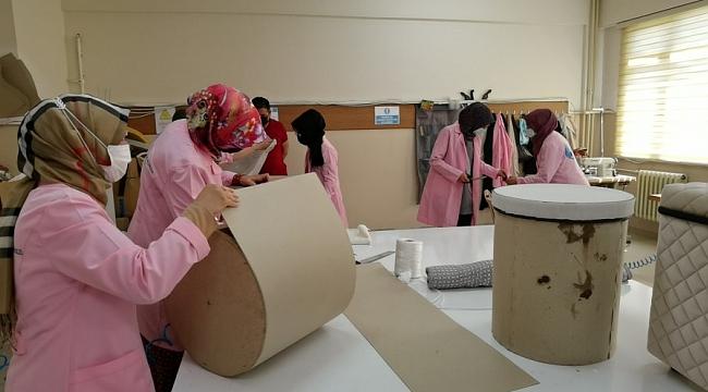 Bursa'da kadınlar için mobilya döşemeciliği kursu açıldı