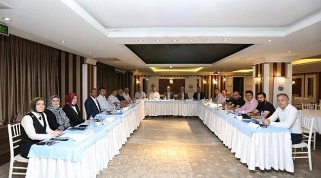 İnegöl'de 17 sosyal yardım kurumuyla toplantı yapıld ı