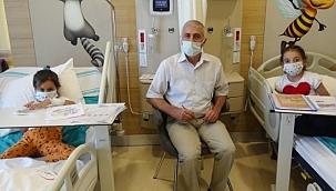 Erzurum'daki öğretmen hastane odasını sınıfa çevirdi